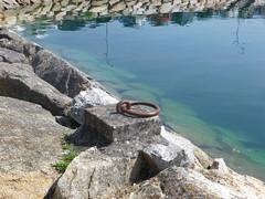 Amarre para embarcación.(Pobra do Caramiñal-Coruña-España) (Los colores del Barbanza) Tags: amarre para embarcación azul mar pobra do caramiñal barbanza coruña galicia españa spain amarrage pour bateau mooring for boat