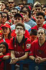 _MG_0285 (sergiopenalvagonzalez) Tags: rcdmallorca futbol football ball people ambiente palma palmademallorca aficion pasion rojo negro ib3 diariodemallorca sergiopenalvagonzalez sergiopenalvag gente emocion nervios ascenso alegria