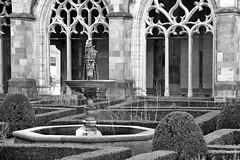 Dom van Utrecht # 11 (just.Luc) Tags: courtyard stmartinscathedral domvanutrecht buxus hagen hedges haies fountain fontein fontaine fuente utrecht holland nederland paysbas niederlande netherlands bn nb zw monochroom monotone monochrome bw europa europe cathédrale cathedral kathedraal church kerk église kirche building gebouw gebäude bâtiment architectuur architecture architektur arquitectura