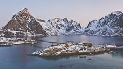 Sakrisøy (Jose Feito - www.atravesdelprisma.com) Tags: 169 lofoten noruega viaje sakrisoy circulo polar artico montañas paisaje jose feito prisma casas rorbuer reine lucroit photopills canon