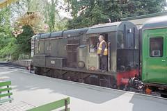 Class 08 D3358 at Alresford Station, 31 Aug 2000 (Ian D Nolan) Tags: station 35mm epsonperfectionv750scanner alresfordstation br 060d class08 d3358