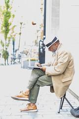 Man painting in Ghent (Adrià Páez) Tags: man painting ghent gent flanders vlaanderen eastflanders oostflanders belgie belgium europe hat sitting artist paint street city canon eos 7d mark ii 50mm