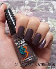 Esmalte Violeta Acinzentado, da Risqué. (A Garota Esmaltada) Tags: agarotaesmaltada unhas esmaltes nails nailpolish manicure violetaacinzentado fastfashion risqué roxo purple grayishviolet