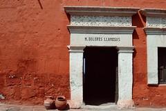 Santa Catalina, Arequipa, Pérou (-nilamé) Tags: couvent santa catalina peru pérou room tradition religion wall red orange contrast must visit travel america latina