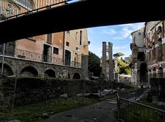 sotto il piccolo ponte (silvia07(very busy)) Tags: tempio temple tempiodiapollo teatrodimarcello colonne columns ruins antichità ponte bridge sky cielo