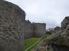 Beaumaris Castle - Outer Wall walk - North-West Tower and Middle Tower (ell brown) Tags: anglesey isleofanglesey ynysmon wales unitedkingdom greatbritain beaumaris biwmares dindaethwy tindaethwy porthywygyr portofthevikings beaumariscastle kingedwardi civilwar llanfaes madogapllywelyn newborough fairmarsh normanfrench beaumareys jamesofstgeorge castellbiwmares cadw ruined castlesandtownwallsofkingedwardingwynedd unesco worldheritagesite unescoworldheritagesite scheduledancientmonument bulkeleyfamily outerwall innerwall northwesttower middletower ferriswheel bigwheel beaumarisbigwheel