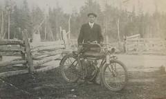 Moto du début du 20 ième siècle (rivai56) Tags: moto datant entre 1900 et 1920 anciennemoto 1900et1920 motorcycle early 20th century