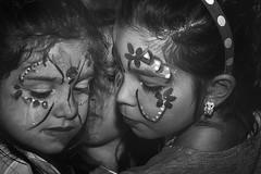 Per i tuoi 6 anni - Le Amiche (nicolamarongiu) Tags: biancoenero blackandwihte monocrome truccabimbi amiche children portait ritratto intimità abbracci