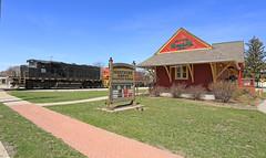 Tight at Montrose (GLC 392) Tags: emd gp40 gp402w gp402lw huron eastern 3037 isrr indiana southern hesr 3045 montrose depot railroad railway train 702 mi michigan