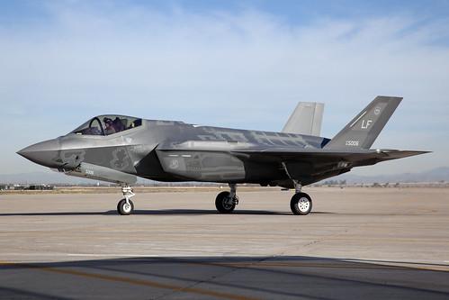 09-5006_LockheedF-35ALightningII_USAirForce_KLUF_Img02