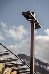 Dualité (nkpl) Tags: millau lapouncho pounchodagast extérieur exterior outside outdoor ciel sky nuage cloud bleu couleur color lumièrenaturelle naturallight lampadaire streetlight streetlamp