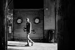 Gentrification. Le botteghe nei vicoli del centro storico di Genova - Superbi. I genovesi e la loro città (Tiziano Caviglia) Tags: genova liguria ligurie ligurien italia italy italie italien streetphotography fujifilm fujifilmxt2 italiaphotomarathon genovaphotomarathon italiaphotomarathon2018 genovaphotomarathon2018 genoa genua gênes fujinonxf35mmf2rwr superbiigenovesielalorocittà gentrification negozio laden store boutique shop sestieremaddalena people persone murales graffiti paint pittura urbangraffiti streetart lovegraffiti mural