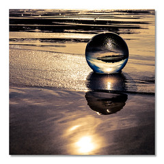 Seule sur le sable (Blain Nicolas) Tags: nblain nicolasblain blain glassball mer quiberville france normandie normandy