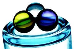 3 Kugeln für ein Vollbad (ingrid eulenfan) Tags: macromondays makro circles kreis kugel badezusatz glas gegenlicht backlit sonya77ii tamronsp90mm