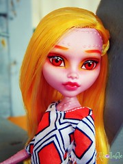 Soleil (BratzRLife13) Tags: monster high repaint reroot dracubecca freaky fusion doll