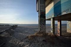 Frühlingserwachen #2 (liebeslakritze) Tags: frühling garaffiti colours bunt kiel strand beach himmel wasser ostsee balticsea concrete beton streetart metoo
