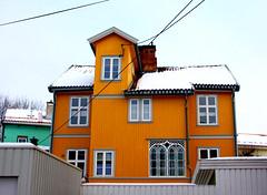 Yellow House at Rodeløkka in Oslo, Norway (Tina K) Tags: woodenhouse yellow arkitektur rodeløkka norge norway trehus