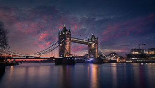 Tower Bridge. Sunrise.
