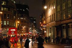 Двоповерховий автобу Лондон вночі InterNetri United Kingdom 0418