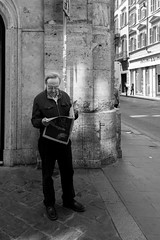 all roads lead to Rome 10/33 (Giorgos Voulgaris) Tags: nikon d5300 candid street bw blackwhite monochrome rome man reader newspaper light outdoors