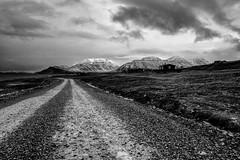 Isole Svalbard - Novembre 2017 (Maurizio Tattoni....) Tags: norvegia isolesvalbard artico inverno freddo longyearbyen montagne strada paesaggio nuvole bn bw blackandwhite biancoenero leica 28mm mauriziotattoni