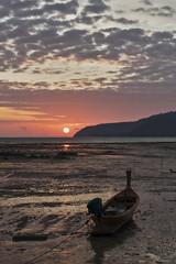 Phuket sunrise (Thomas Mülchi) Tags: 2018 phuketisland thailand island phuket dawn sunrise daybreak sea sand sky clouds sund sun boat longtailboat lowtide tambonrawai changwatphuket th