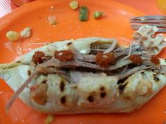 Tlacoyos are made of corn dough and have an oval shape. They usually contain beaten beans and you can add some sheep barbacoa. (yaotl_altan) Tags: tlacoyos barbacoa barbacoadeborrego mexicancuisine mexicanfood cocinamexicana comidamexicana cozinhamexicana cibomessicano cuisinemexicaine nourrituremexicaine mexikanischeküche mexikanischenahrung cuinamexicana menjarmexicà méxico mexicocity mexico messico mexique mèxic mexiko