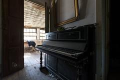 Mozart is not dead (www.jeanpierrerieu.fr) Tags: wwwjeanpierrerieufr abandonné abandoned exploration explorationurbaine urban urbex urbaine forgotten friche forbidden portugal piano