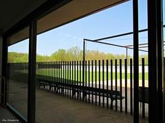 Tras el cristal (kirru11) Tags: polideportivo piscinas hierba campo cristal puertas verde árboles verja bancos cielo quel larioja españa kirru111 anaechebarria canonpowershot