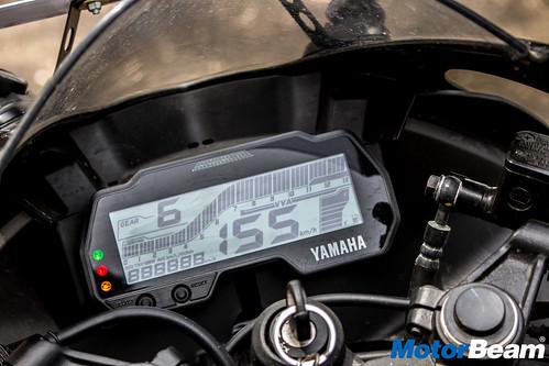 2018-Yamaha-R15-V3-25