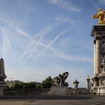Statues and pillar of Pont Alexandre III thumbnail
