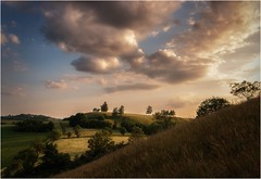 Landschaft unterm Abendhimmel (linke64) Tags: thüringen deutschland germany natur landschaft himmel wolken wald bäume abend wiese