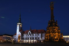 Olmütz, Rathaus (14. Jhdt.) und Dreifaltigkeitssäule (18. Jhdt.) (liakada-web) Tags: olomouc mähren tschechien cze thebluehour bluehour blauestunde