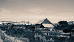 Standing strong (Francoise100) Tags: ciel wooden western west montagne grange old barn utah usa rural americana american mountains ut fence sky field trees building