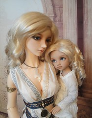 Cassia and Kiri (Azurielle) Tags: iplehouse dollfie ball jointed doll super sd abjd bjd fantasy pirate angel toast emilia bonnie asianballjointeddoll bid yid angeltoast azurielle azuriellesgrove superdollfie
