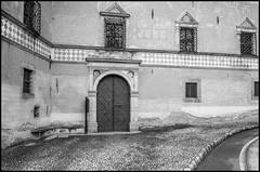 Palazzo Besta (Guido Colombini) Tags: historicalhouses bw pit bianconero courtyard pillars teglio valtellina manor architechture