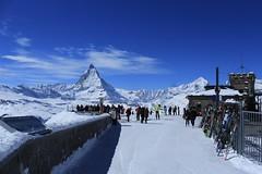 Gornergrat 3100 mètres -18° (bulbocode909) Tags: valais suisse gornergrat cervin 4000 nuages paysages neige montagnes nature ski skieurs gens gares touristes bleu zermatt