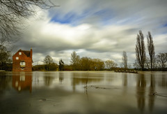 Flood! (cliveg004) Tags: cropthornemill fladbury worcestershire flood riveravon weir le longexposure clouds trees water nikon d5200