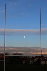Lune (elodie.corion) Tags: lune ciel soir moon rugby poteaux but