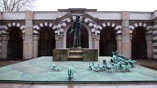 IMGP9192 San Francesco Statue