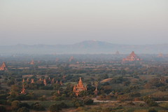 Bagan Sunrise Balloon Ride (Buster&Bubby) Tags: pagoda bagan balloon balloonride myanmar sunrise