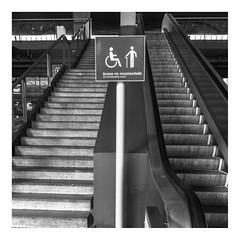 Acceso no recomendado (P.P.Sanchez) Tags: estacion trenes santajusta sevilla barreras
