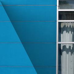 (msdonnalee) Tags: window janela ventana fenster finestra fenêtre minimalism minimalismo minimalismus minimalisme curtain cortina drapery shadow schatten ombre ombra sombra geometry geometrie geometria