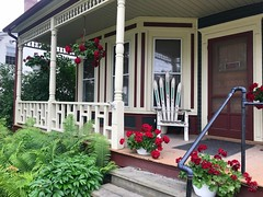 Porch in Sotwe (Read2me) Tags: cye vermont porch chair flowers house pregamewinner ge door thechallengefactory
