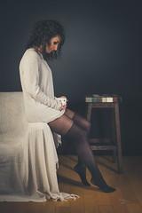 Lola (www.michelconrad.fr) Tags: canon eos6d eos 6d ef24105mmf4lisusm 24105mm 24105 femme modele portrait studio noir pose bas collants pull canapé tasse fondnoir