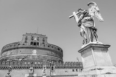 Ponte Sant'Angelo 天使之桥 (nzfisher) Tags: ponte santangelo bridge statue angel castle rome roma italy holiday travel blackandwhite monochrome mono 24mm canon building architecture bernini wing cross