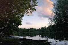 Abend an einem See bei Karlsruhe (MHikeBike) Tags: see landschaft abend sonnenuntergang sunset farbig himmel wasser boote büsche wald rheinebene rhein lake landscape eve coloured sky water boats shrubbery forest rhine badesee linkenheim