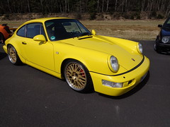 Porsche 911 (911gt2rs) Tags: treffen meeting show event tuning tief low stance 964 carrera rs coupe sportwagen gelb yellow goldenefelgen youngtimer 2 4