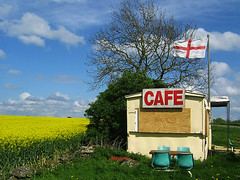roadside cafe (johanna) Tags: cafe flag 4l bankholiday engerland greatbritishcountryside notlondon hb2jn