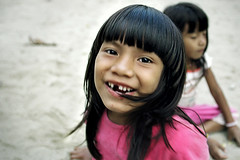 the new tooth... ( Tatiana Cardeal) Tags: pictures 2005 brazil people film southamerica festival brasil photo native picture culture documentary tribal brazilian tatianacardeal fotografia indios ethnic indigenous brsil bertioga ethnology indigenouspeople guarani documentaire etnia ethnologie documentario ethnique ethnie indigenousfestival